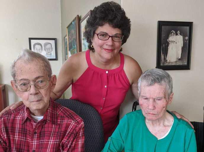 Pandemia: el reto de cuidar a una madre con Alzheimer y un padre de 98 años
