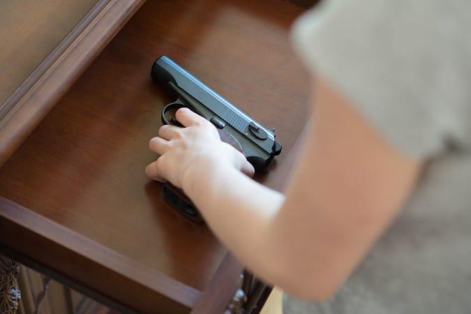 CMPD habla sobre la seguridad de las armas despues de que tres niños se dispararon accidentalmente