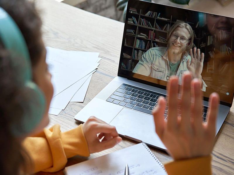 https://lanoticia.com/como-emprender-en-un-negocio-de-tutorias-escolares-a-distancia/