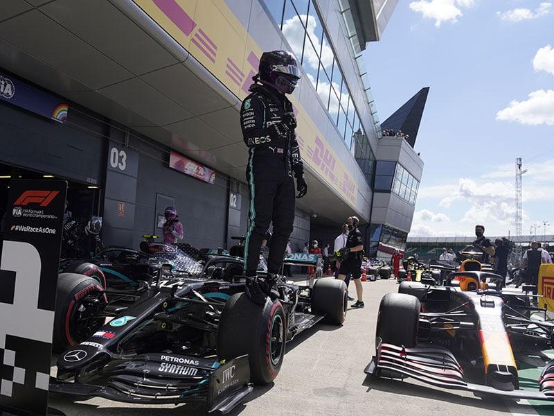 ¡Hamilton lo volvió a hacer! Pole position en GP de Inglaterra