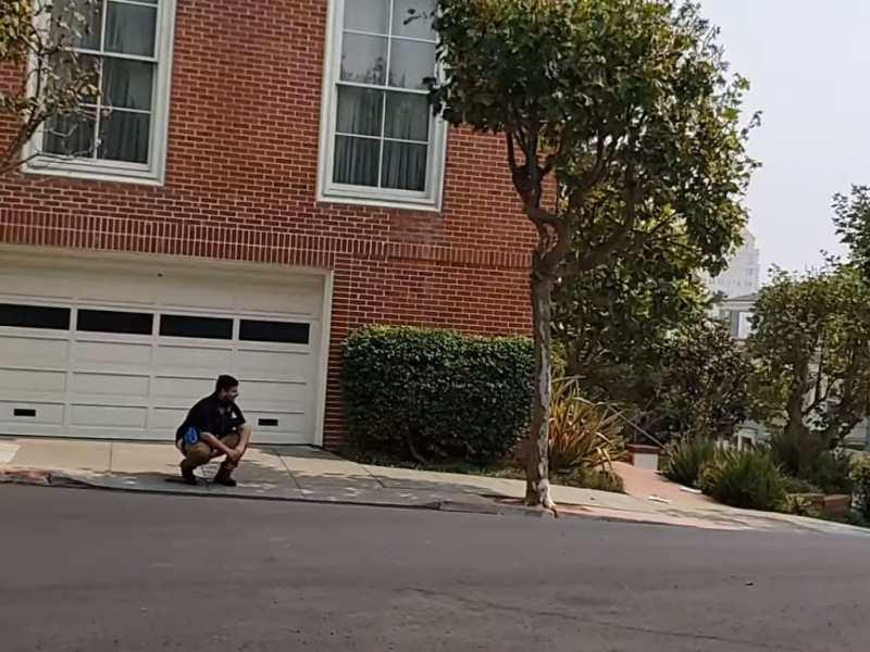 Cubano defeca frente a la casa de Nancy Pelosi