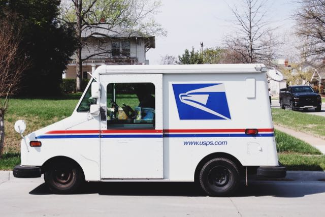 la-casa-blanca-impidio-que-el-servicio-postal-entregara-650-millones-de-mascarillas
