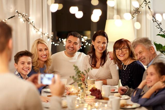 Consideren cancelar fiestas familiares de Día de Gracias, advierte el Dr. Fauci