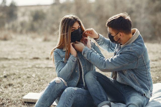 hasta-donde-estan-dispuestos-los-solteros-a-viajar-por-amor-en-tiempos-de-covid-19