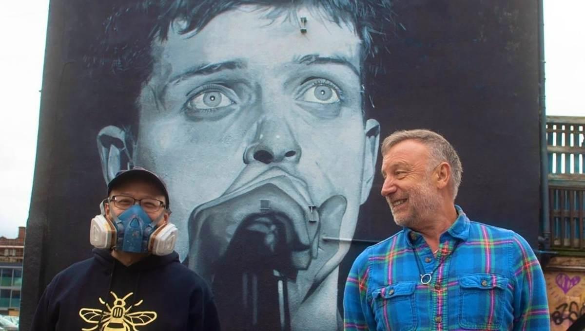 Peter Hook devela mural de Ian Curtis