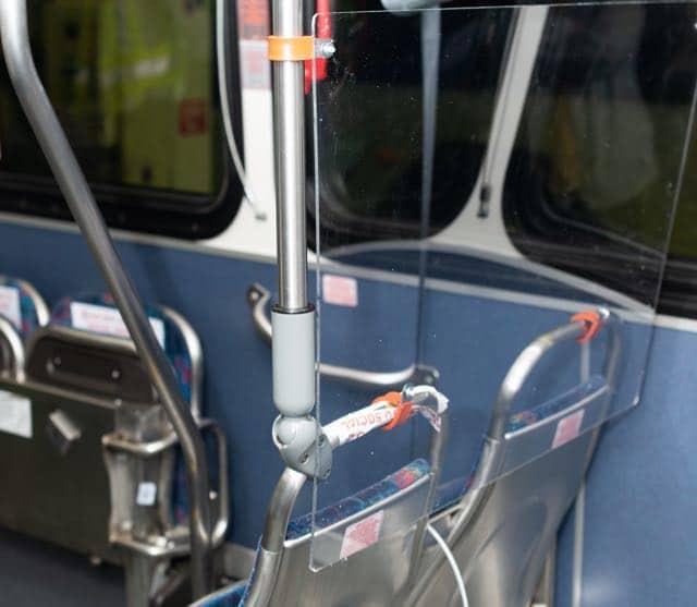 los-autobuses-de-charlotte-aumentan-la-seguridad-instalando-barreras-de-asiento-de-plexiglas