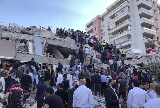 Un terremoto de 7.0 de magnitud sacude Turquía, afecta también a Grecia