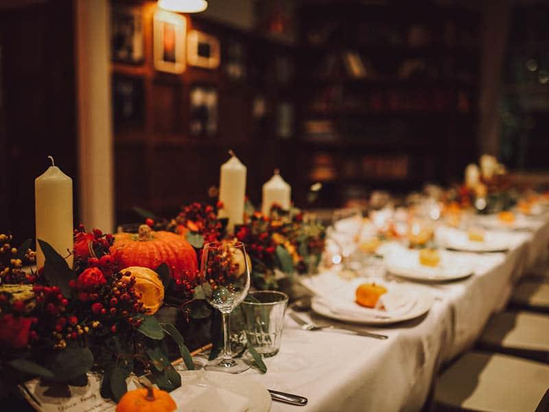 como-decorar-la-mesa-de-accion-de-gracias-lo-que-no-puede-faltar
