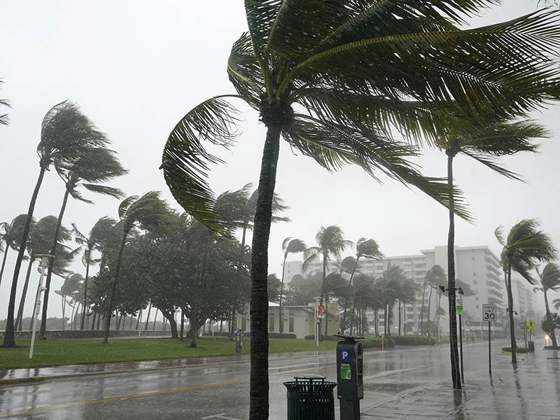 La tormenta tropical arribó a Cuba provocando crecidas de ríos e inundaciones de zonas costeras. La emergencia obligó a realizar evacuaciones de familias.