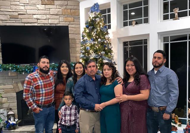 Familia latina decide seguir celebrar el Día Acción de Gracias como familia a pesar de COVID-19