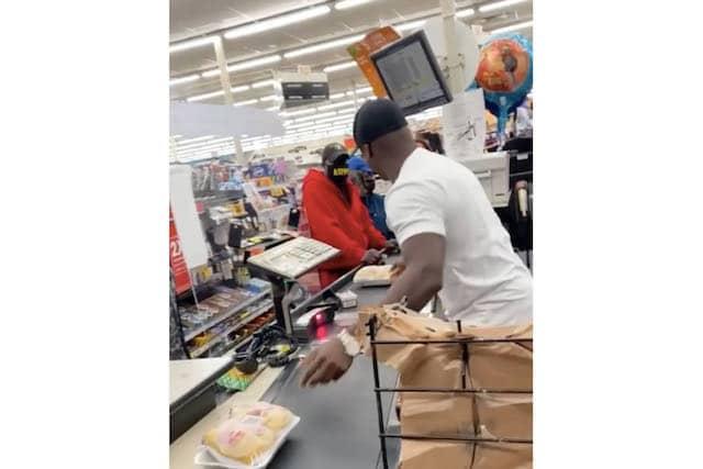 Empresarios pagan más de $40,000 de compras para gente en necesidad en Atlanta