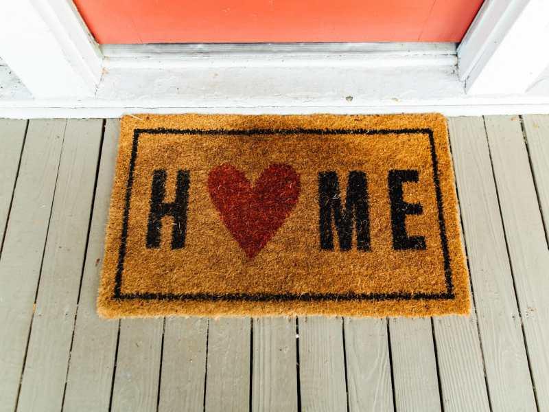 tiene-problemas-para-pagar-la-hipoteca-charlotte-le-ofrece-ayuda