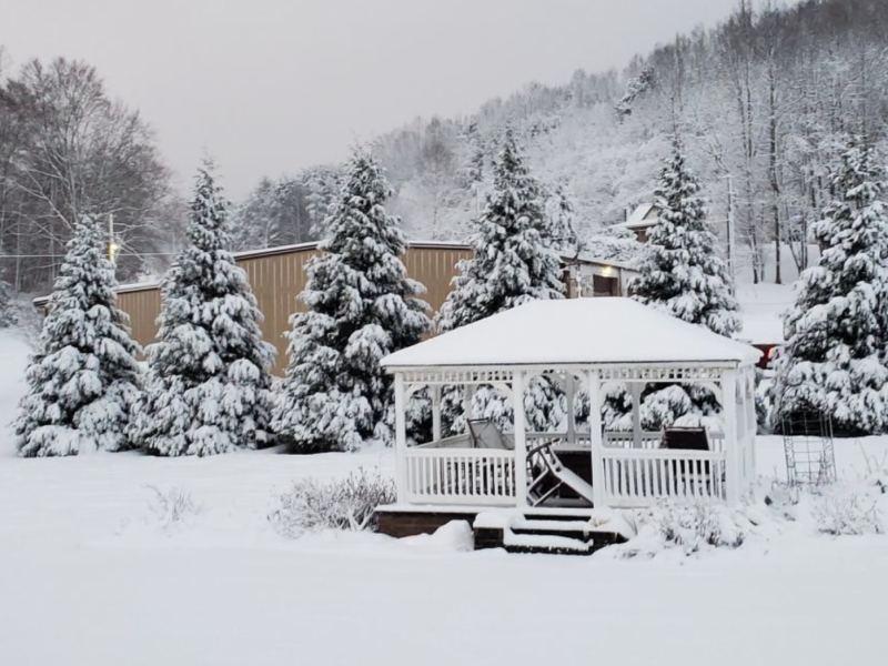 Carolina del Norte sin electricidad y con nieve en Navidad