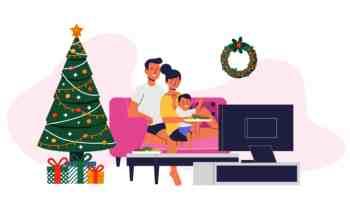 Cena navideña frente al televisor