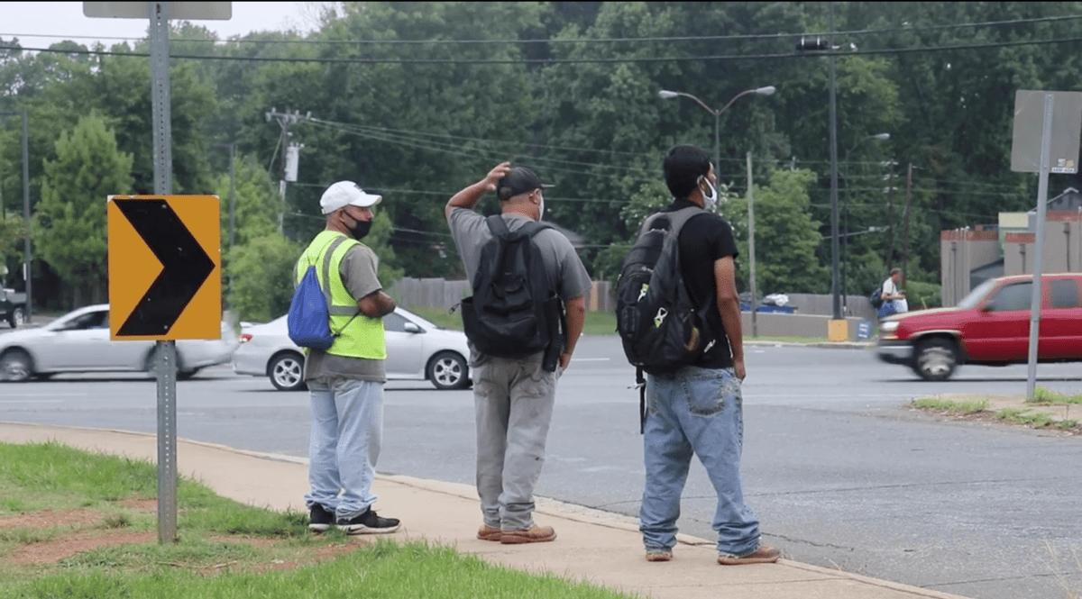 Alrededor de 120,000 jornaleros en Estados Unidos salen todos los días a las calles a buscar empleo