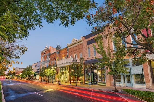 Cameron Village, que lleva el nombre de un gran propietario de plantación, cambiará su nombre a 'Village District'