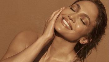 Jennifer Lopez luce espectacular en bikini durante su vacación a la playa