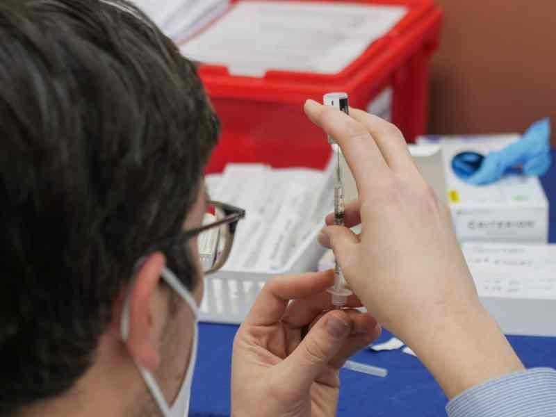 Niños mayores de 14 años pueden recibir la vacuna COVID-19 en Guilford