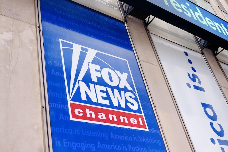 Demandan por $2.7 mil millones a Fox News por difundir teorías conspirativas