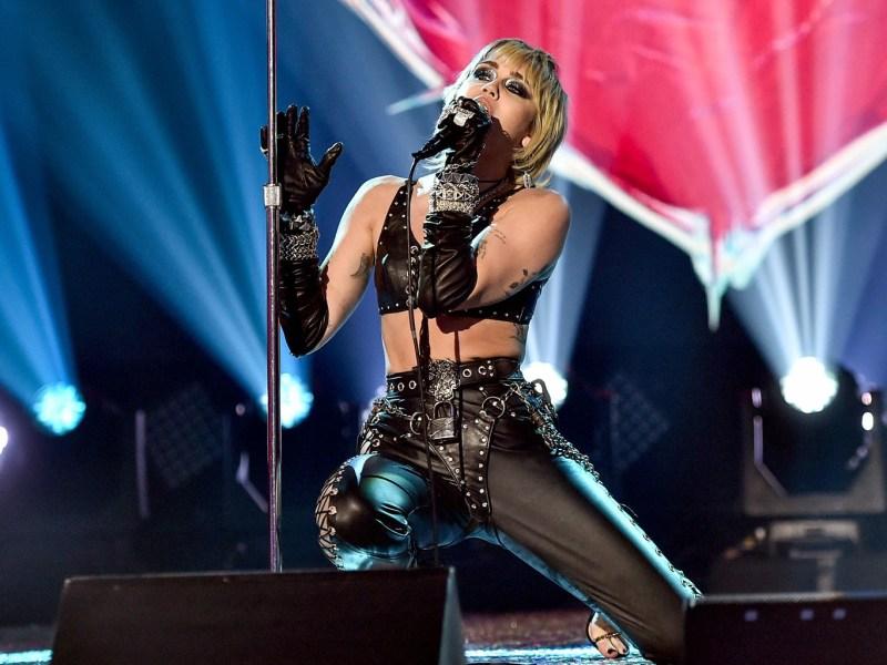 Miley-Cyrus-Super-Bowl