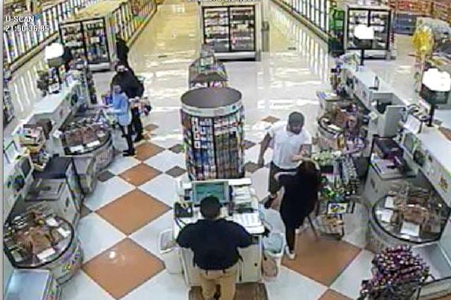 Hombre se entrega a la policia despues de ser acusado de agredir a clientes y empleados de una tienda en Asheville