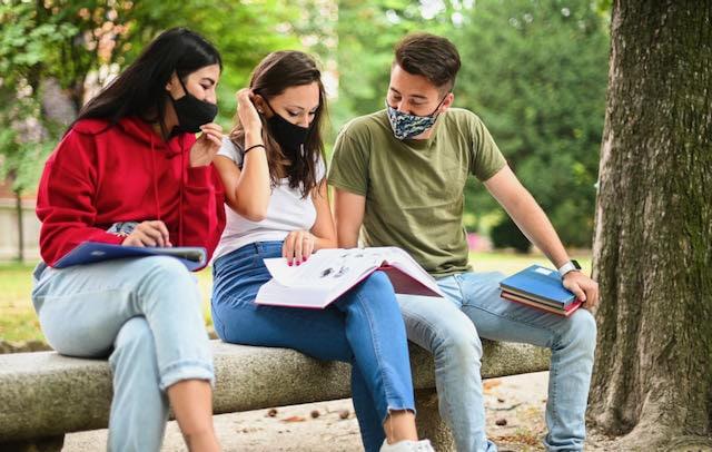 Vacuna COVID-19 Cuándo la tendrán estudiantes universitarios en Carolina del Norte