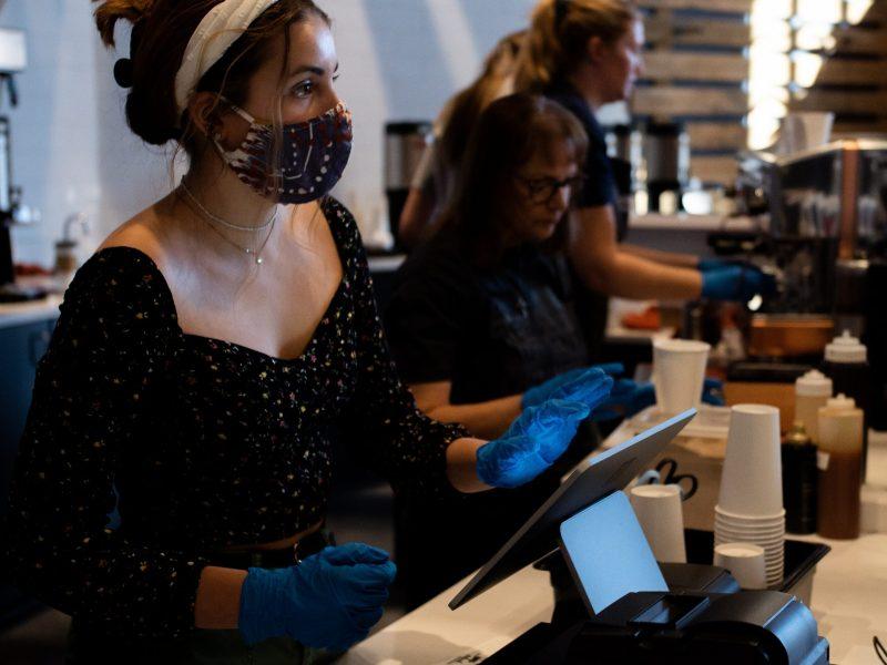 Ya no se requiere mascarillas en restaurantes de Carolina del Sur