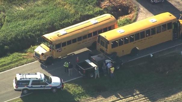 Autobús escolar involucrado en accidente, 4 estudiantes heridos