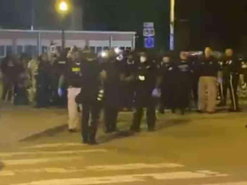 Arrestos en Elizabeth City, policía dispersa protestas