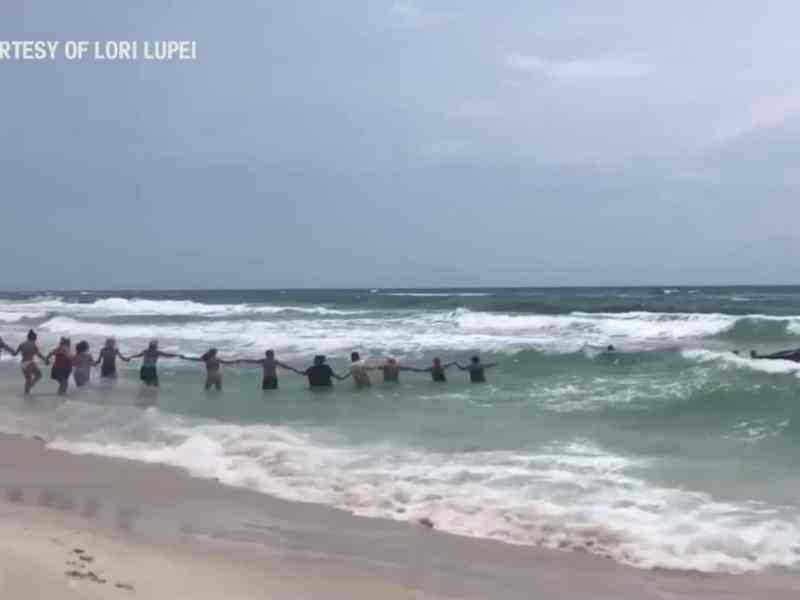 Bañistas-cadena-humana-Florida