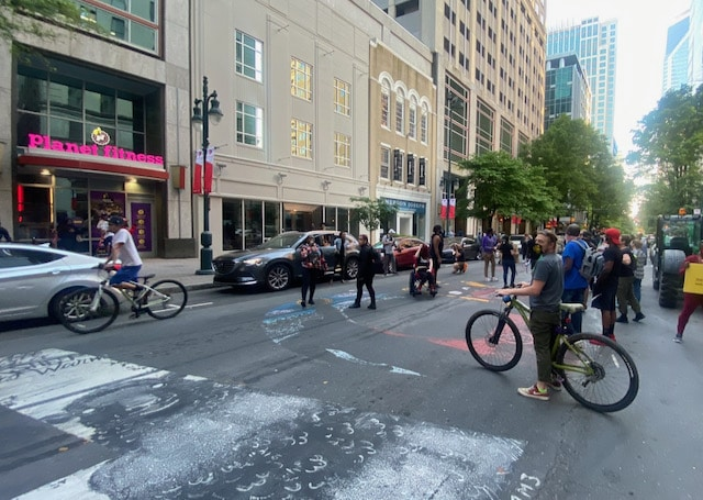 Docenas manifiestan en Charlotte en contra del racismo y la brutalidad policial