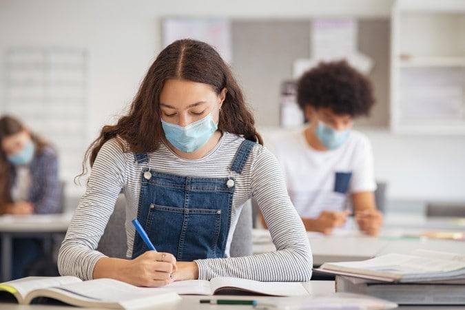 Estudiantes de escuelas media y secundarias regresarán a las aulas en Forsyth