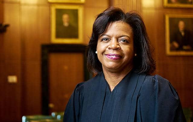 Ex-presidente del Tribunal Supremo Cheri Beasley anuncia candidatura al Senado