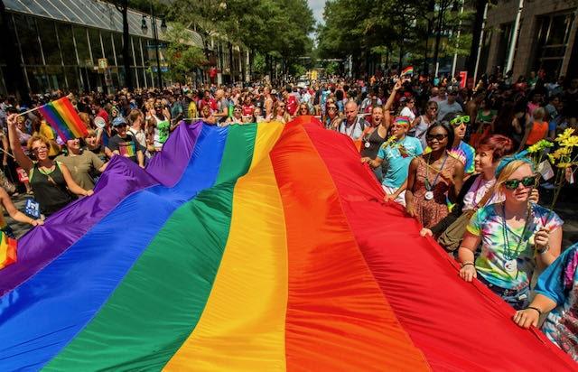 Grupos LGBTQ de Charlotte comprometen $10,000 en apoyo de la comunidad trans negra