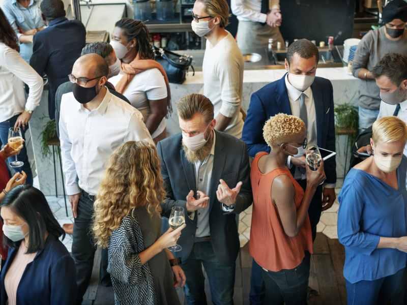 Se permiten reuniones con más de 100 personas en interiores en Carolina del Norte