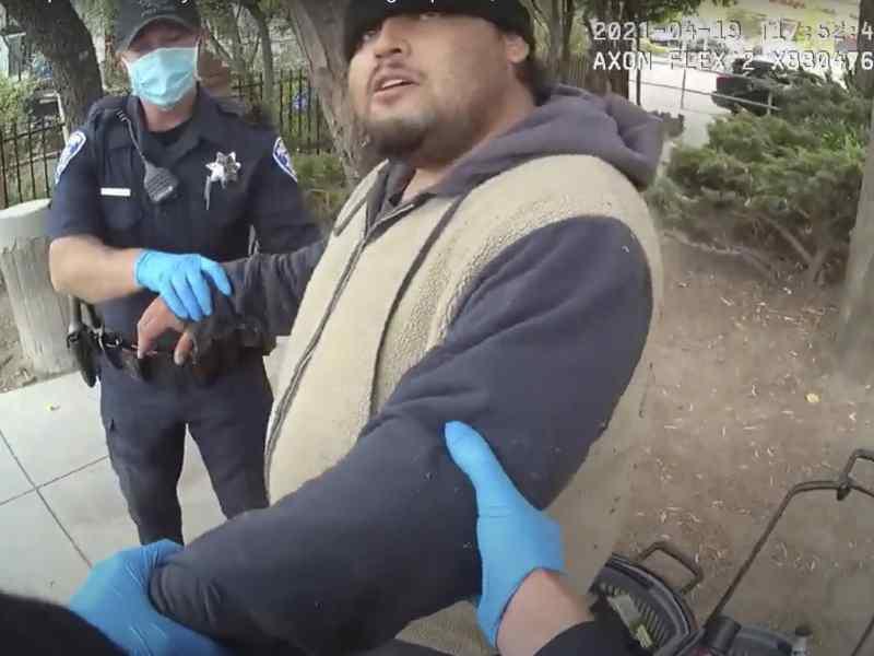 video-hombre-murio-sometido-5-minutos-por-policia-en-alameda-california