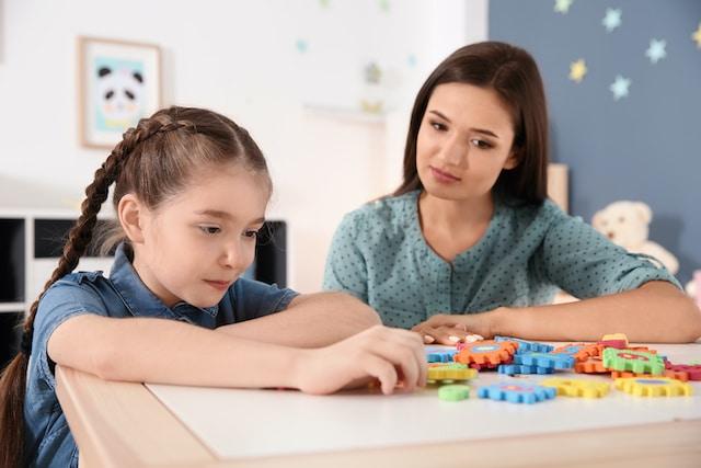 Autismo: Nueva ley busca fin a escasez de terapistas en Carolina del Norte