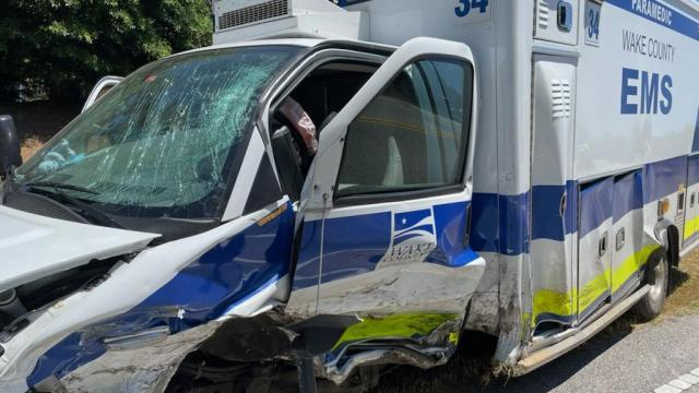Ambulancia quedó destruido después de accidente en Wake