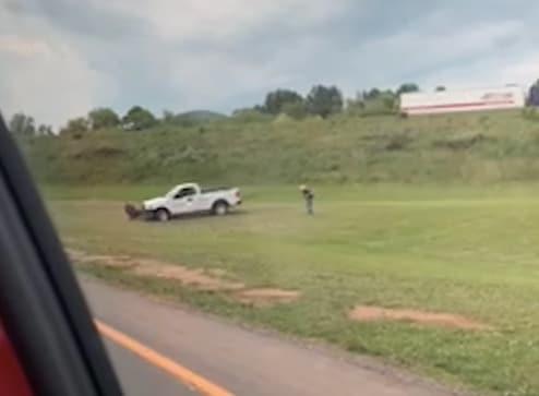 Buscan a conductor que intentó atropellar varias veces a un hombre en Asheville
