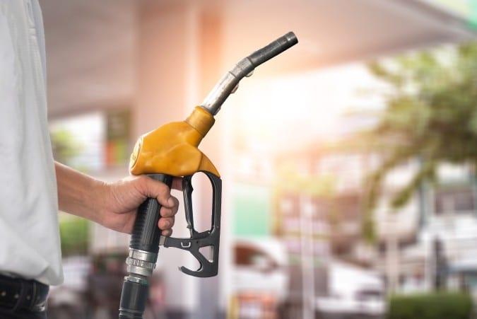 Carolina del Norte: denuncia aumento ilegal de precio de la gasolina