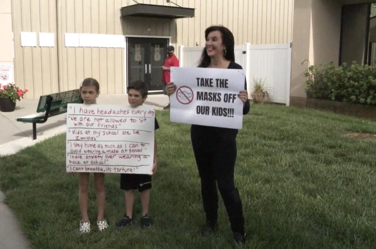 Manifestantes mascarillas NC