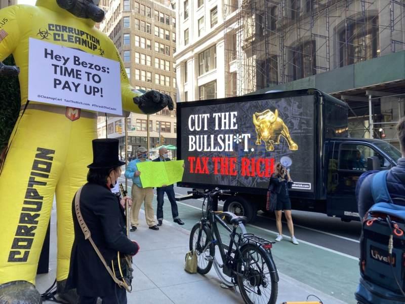 Millonarios-protestan-Jeff-Bezos1