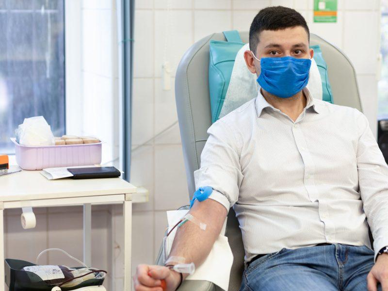 Hoy es el día mundial del donante de sangre. Visite RedCrossBlood.org para hacer una cita para donar sangre en su área.