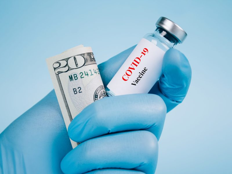 El programa ofrece tarjetas de $25 para compensar el tiempo y los costos de transporte de vacunarse contra COVID-19. © Iryna Mylinska / Adobe Stock