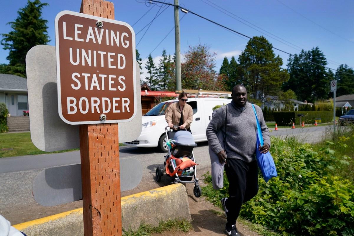 Frontera del país con Canadá seguirá restringida por un mes más