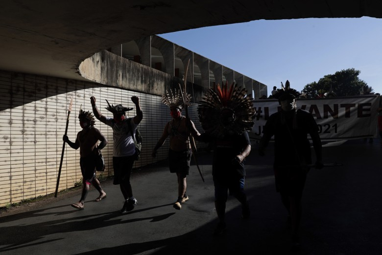 Fútbol, playa y pandemia: las mejores fotos de América Latina en la semana