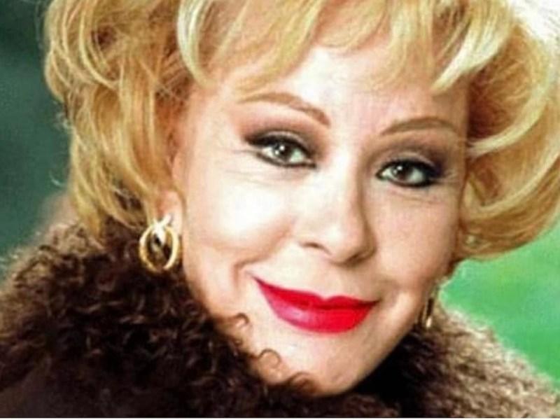 Hospitalizan a la actriz Silvia Pinal