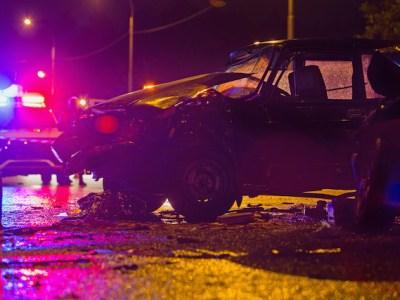 Hombre de Winston-Salem choca contra dos vehículos policiales
