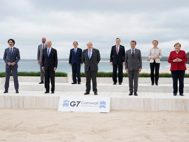 Líderes del G7 prometen donar 1,000 millones de vacunas COVID