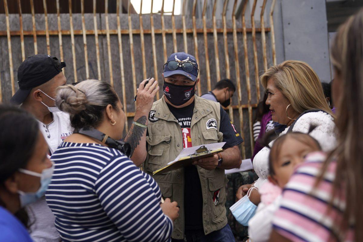 Acuerdo legal favorece a migrantes afectados por política de Donald Trump.